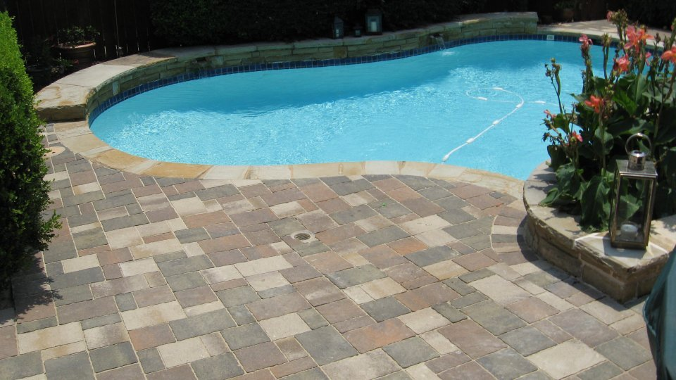 Stone pool decks interior design ideas Flagstone pavers around pool