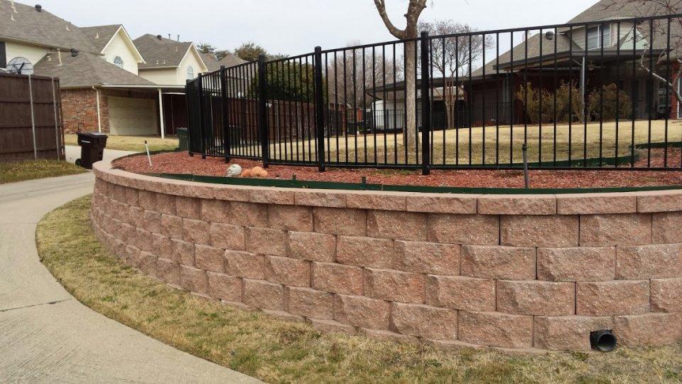 Seat and Retaining Walls - Legacy Custom Pavers