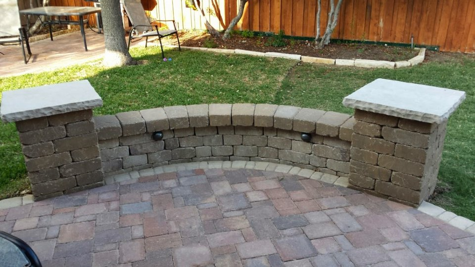 Seat and Retaining Walls - Legacy Custom Pavers
